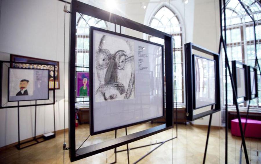 Залы выставки «Люди должны быть разными» в музее-заповеднике «Царицыно»