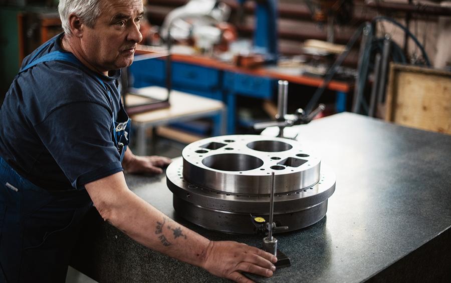 При небольших объемах производства в отрасли занято 23 000 человек