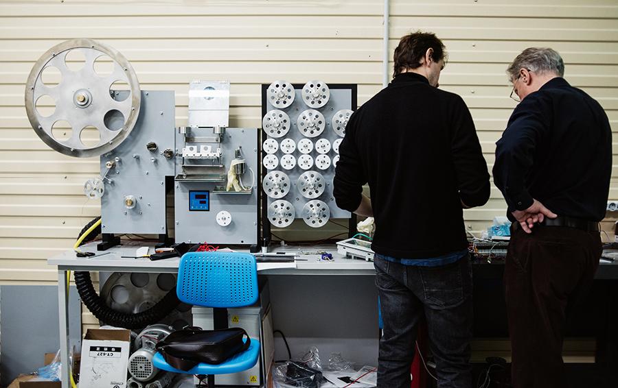 В «Супероксе» работает около 50 человек. Многих переманили из центров сверхпроводимости со всего мира