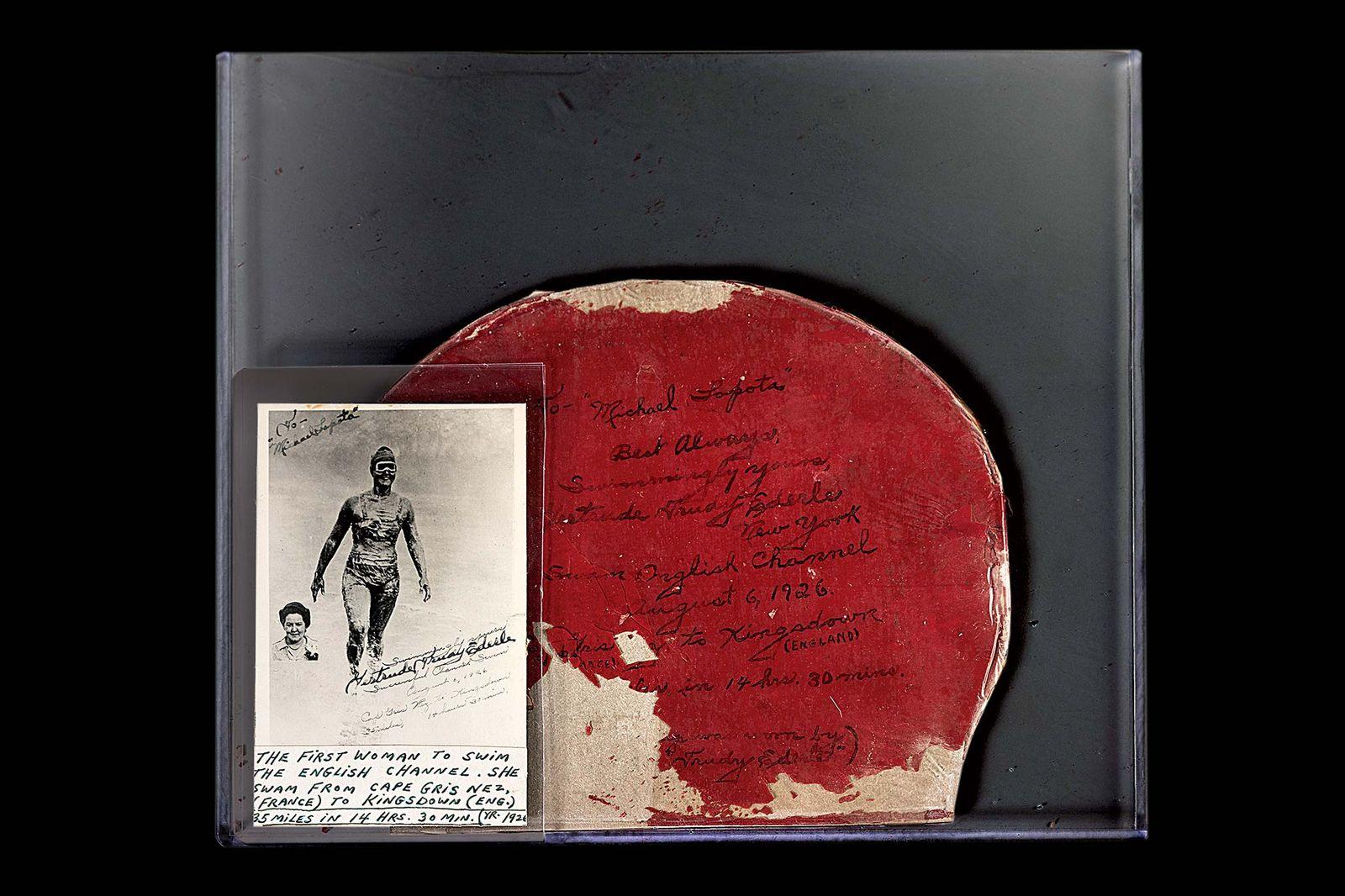 Шапочка, в которой Гертруда Эдерле переплыла Ла-Манш в 1926 году