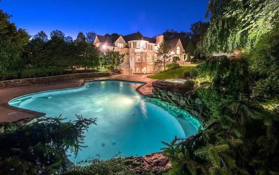 Особняк Араза Агаларова в городе Демарест, штат Нью-Джерси выставлен  на продажу за $6,98 млн.