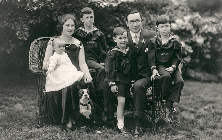 Берти Ч. Форбс в кругу семьи.