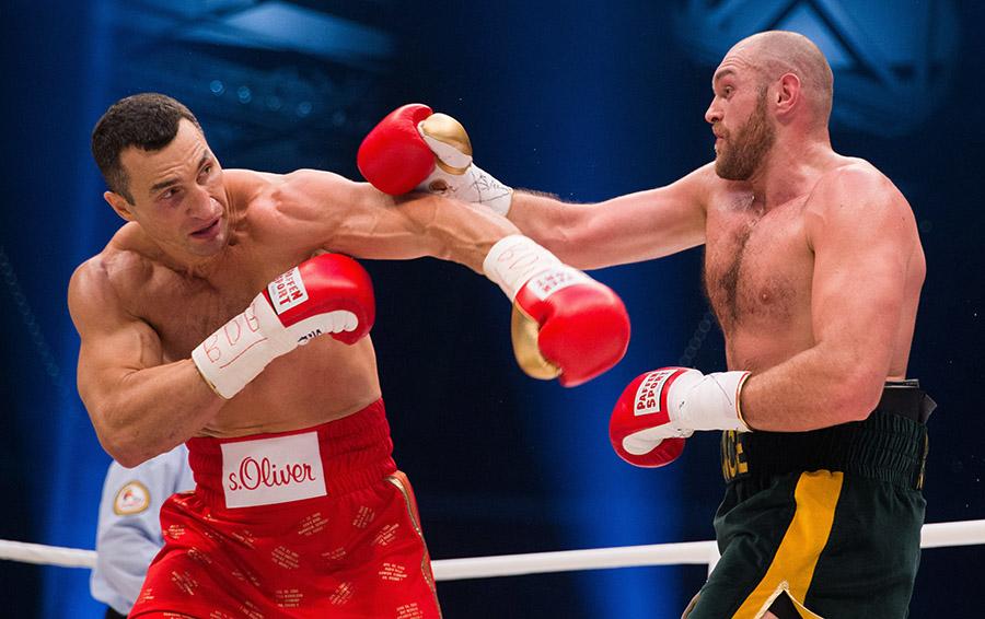 В ноябре 2015-го Владимир Кличко проиграл Тайсону Фьюри, но новым героем бокса Фьюри не стал: на афише главного боя 2017-го снова значится фамилия Кличко
