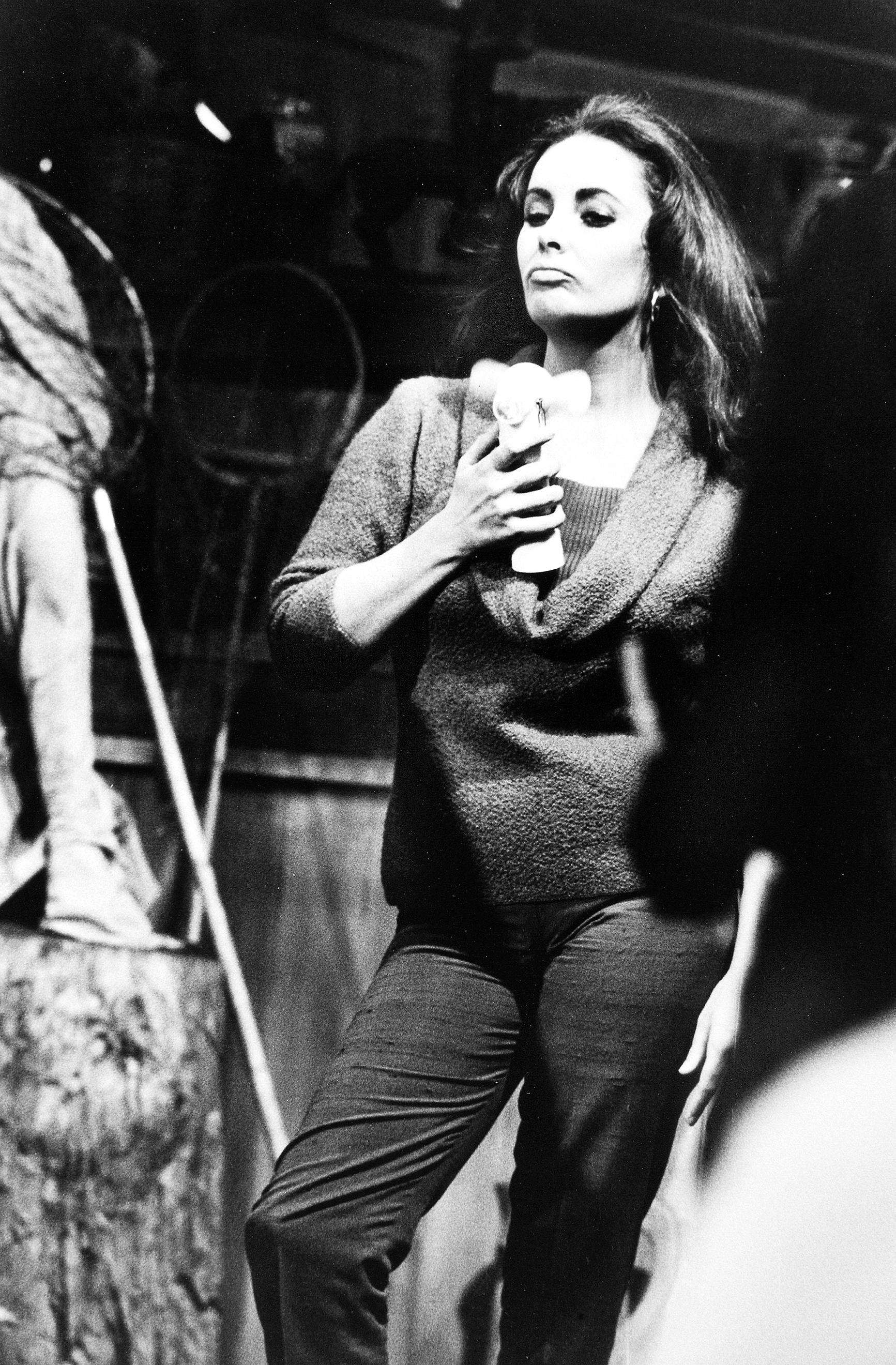 Элизабет Тейлор, на съемках фильма «Кулик» Париж, 1964