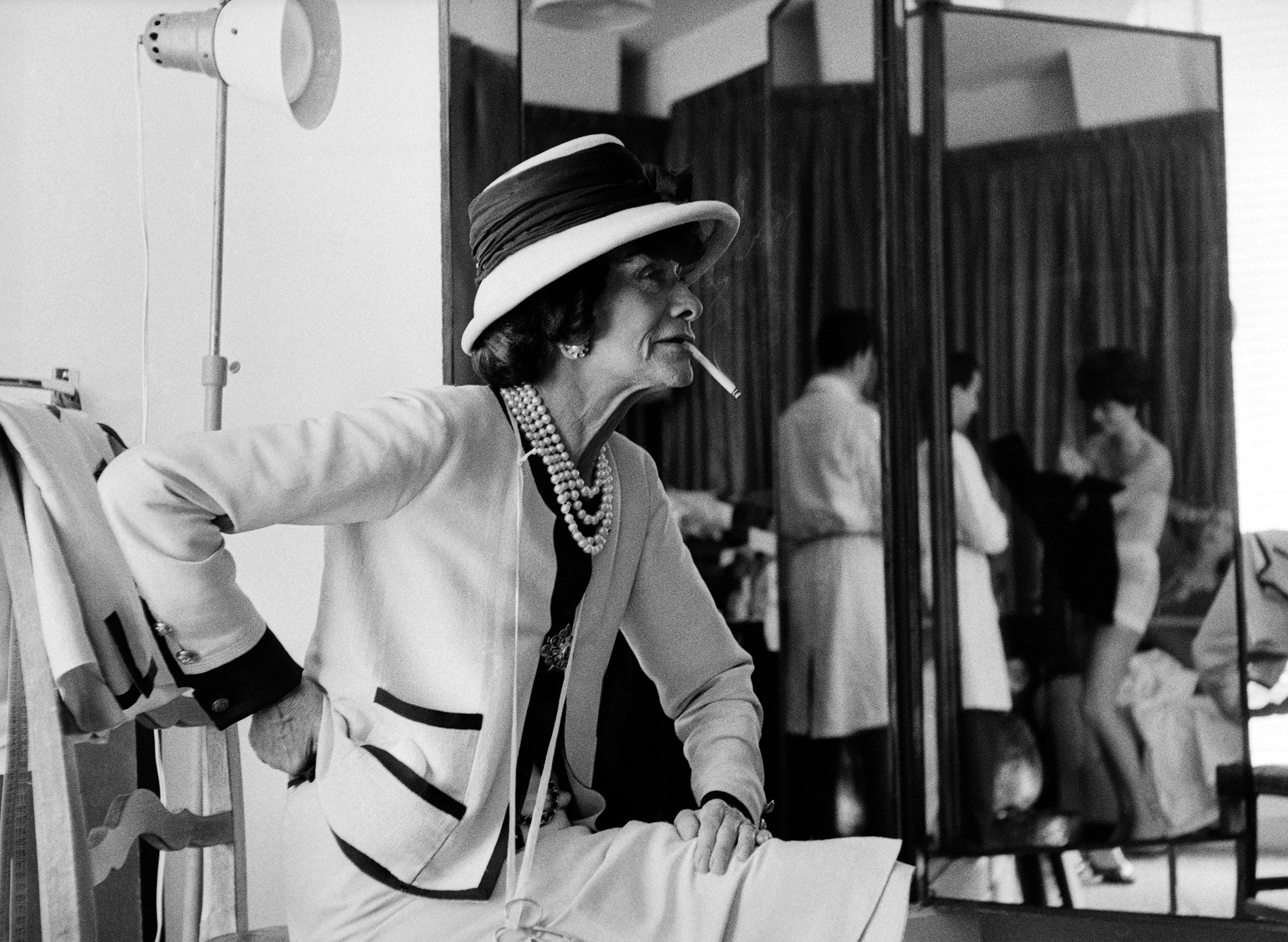Коко Шанель в своем ателье Улица Камбон, 31, Париж, 1962