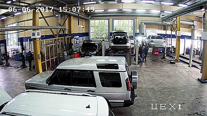 Камеры в сервисах «Вилгуд» фиксируют номера автомобилей в ремонтном цеху. Если они не совпадают с номерами машин, записанных на ремонт, владельцу поступает сигнал в Telegram.