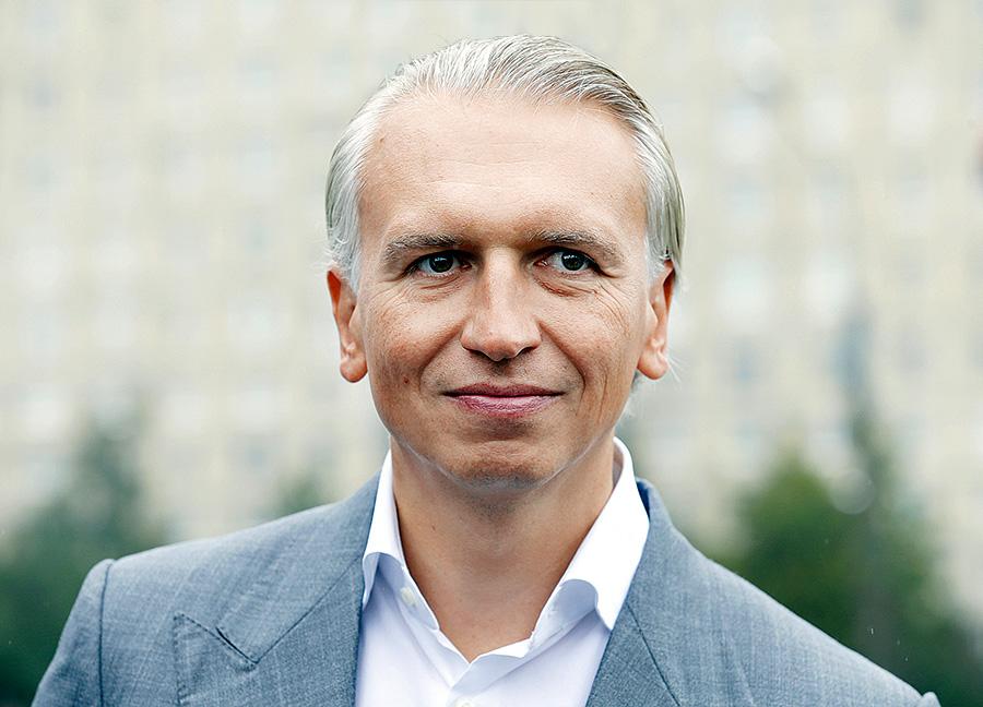 Александр Дюков платил небольшую зарплату своим менеджерам, но зато после того, как «Сибур» вышел из кризиса,  они стали совладельцами компании.