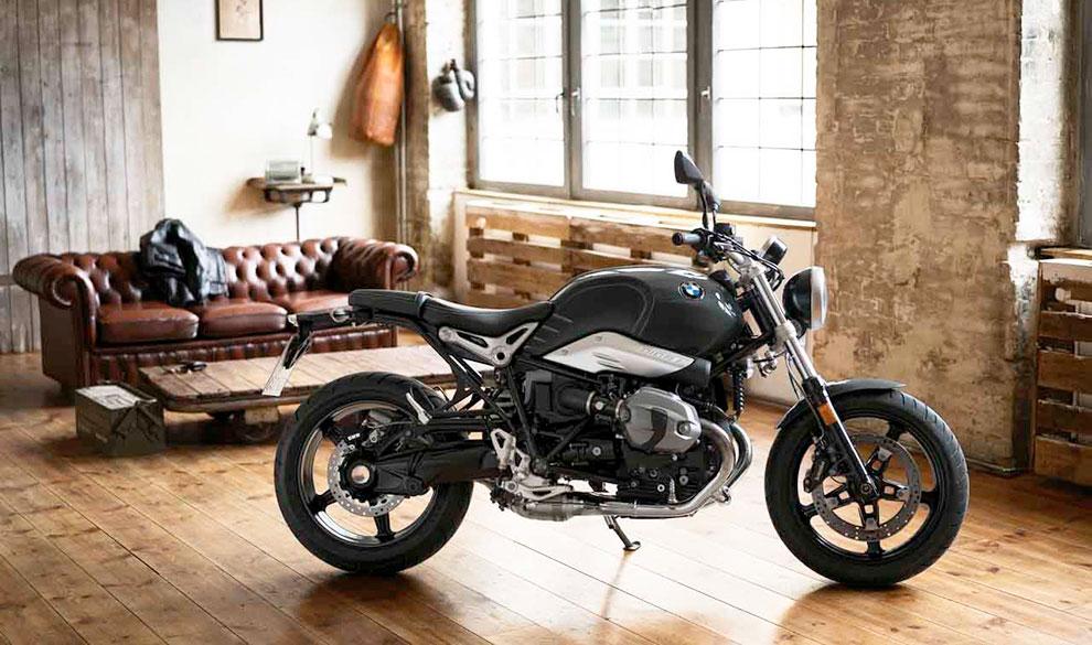 На чем подъехать к 23 февраля: мотоциклы от $11 800 до $10 млн