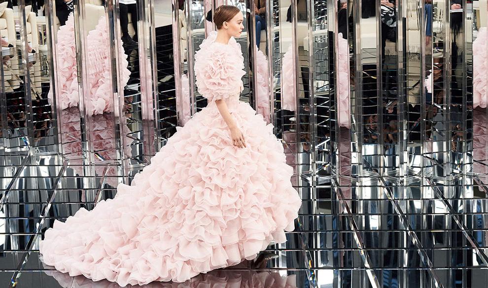 Ролевые игры: как Неделя высокой моды в Париже превратилась в театральные подмостки