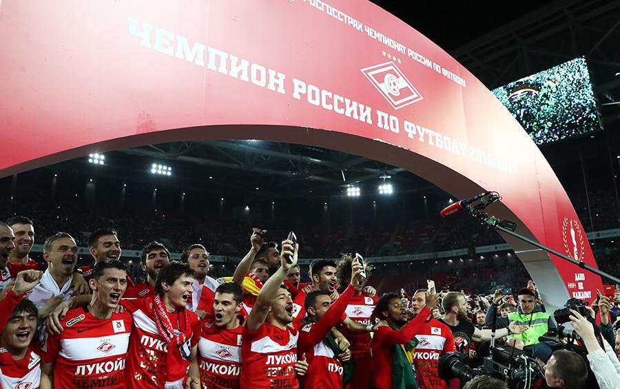 Чемпионский пояс: как провели сезон футбольные клубы российских олигархов