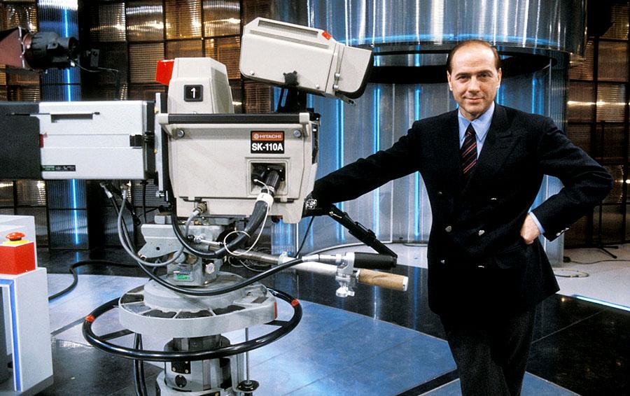 Сильвио Берлускони на телевизионной площадке в Милане (1985 год)