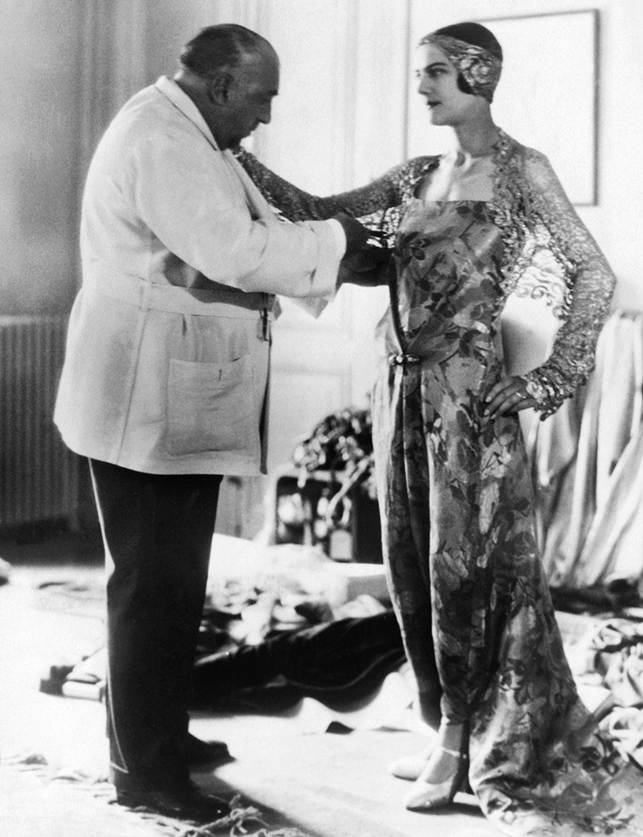 Парижский модельер Поль Пуаре поразил своими нарядами тысячи американских женщин в ходе тура по Соединенным Штатам