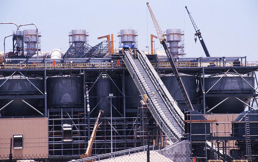 Нефтяной завод в близи Персидского залива (Джубайле, Саудовская Аравия)