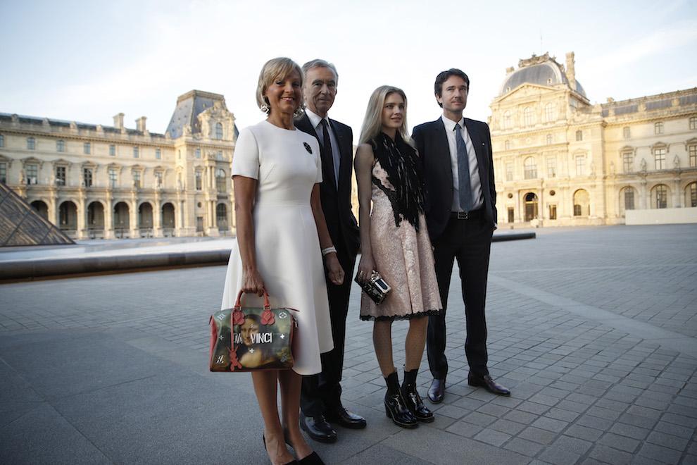 Семья Бернара Арно на вечере Louis Vuitton, слева направо: Элен Мерсье, Бернар Арно, Наталья Водянова и Антуан Арно