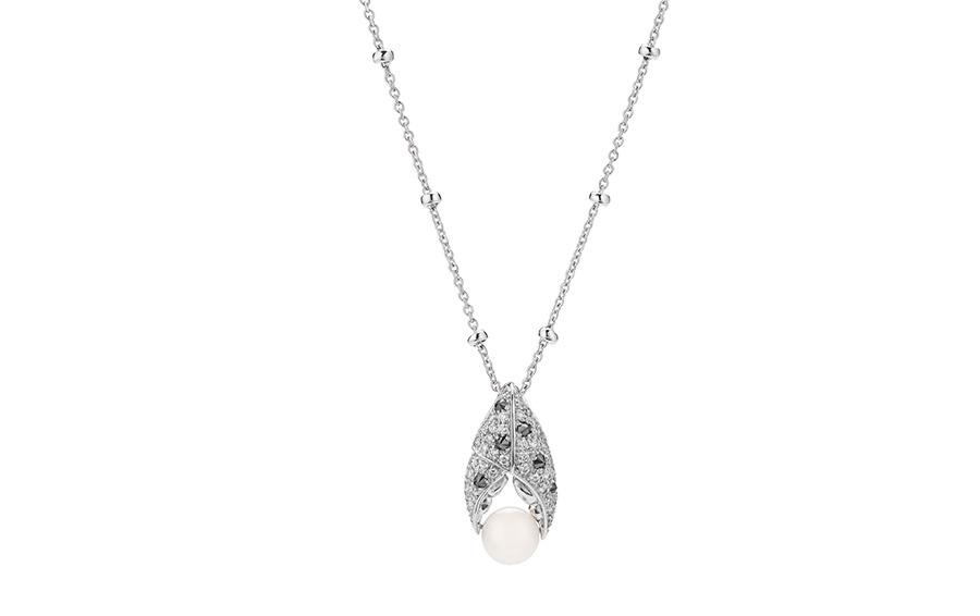 Кулон из коллекции Jewels Verne Crab Clay, белое золото с жемчугом и бриллиантами