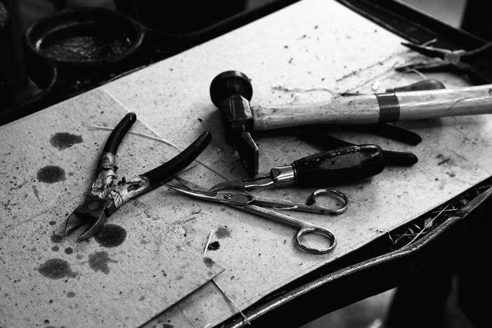 Каждая пара John Lobb производится вручную. Производство состоит из 190 этапов