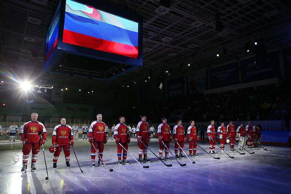 Первый справа — Вячеслав Фетисов, рядом с ним — Владимир Потанин