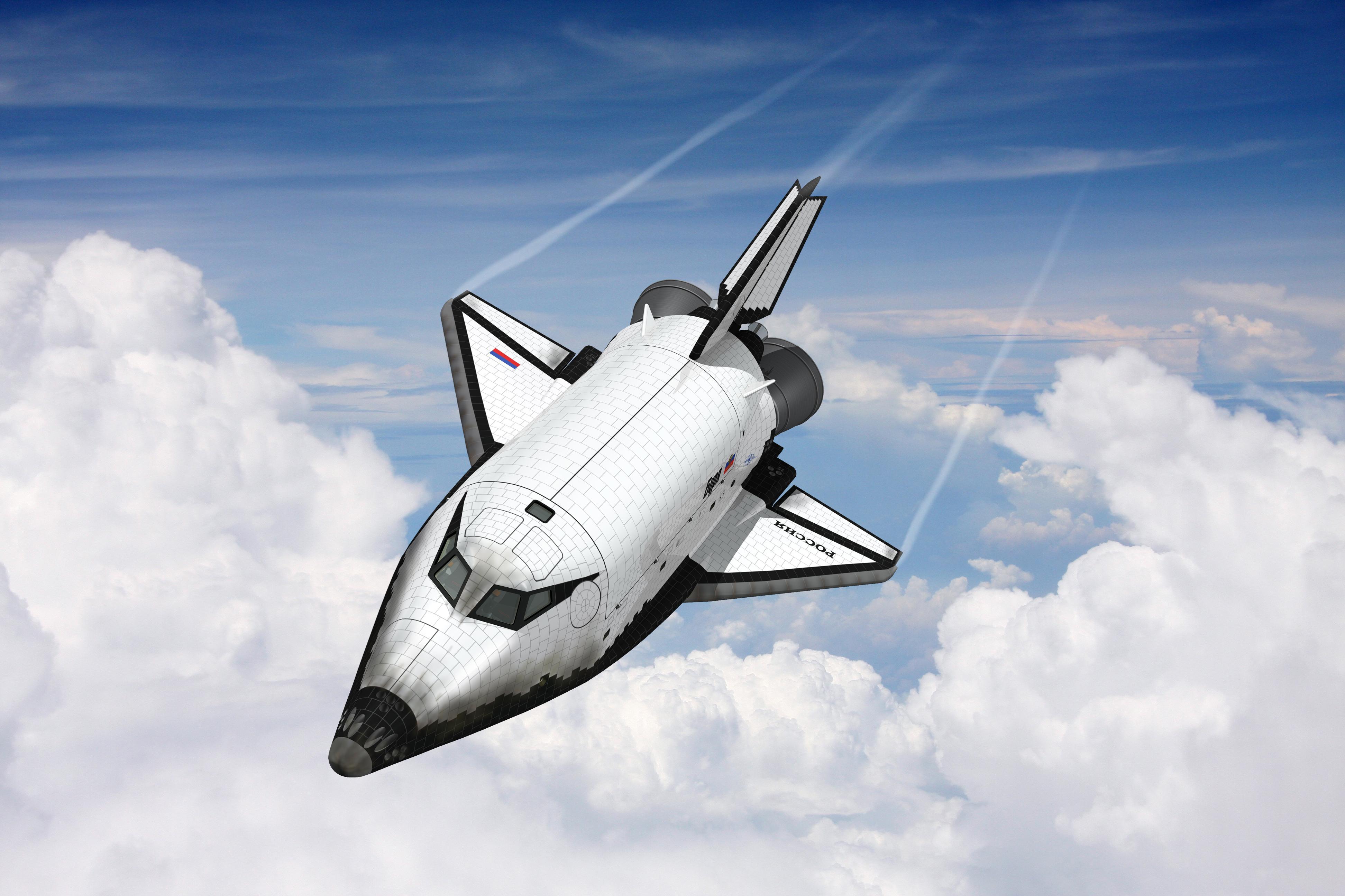 Двухместный орбитальный самолет системы МАКС образца 2000 года возвращается из космоса.