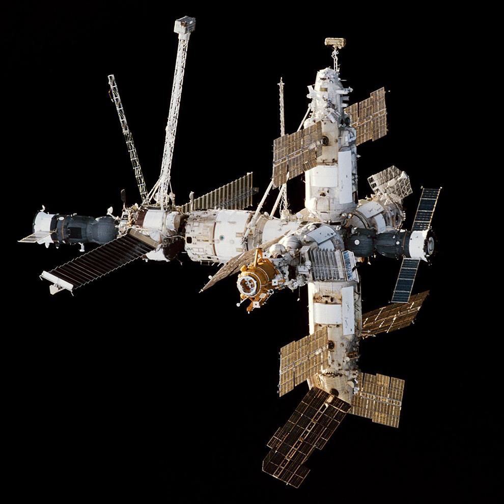 Орбитальный комплекс «Союз ТМ-26» — «Мир» — «Прогресс М-37»