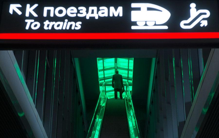 Московское центральное кольцо — один из элементов транспортной системы Московского региона. Справа — пересадочный узел «Лужники» на МЦК