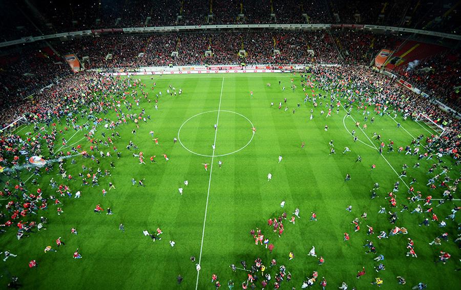 17 мая 2017 года после домашнего матча с «Тереком» тысячи фанатов «Спартака» выбежали на поле и начали праздновать победу