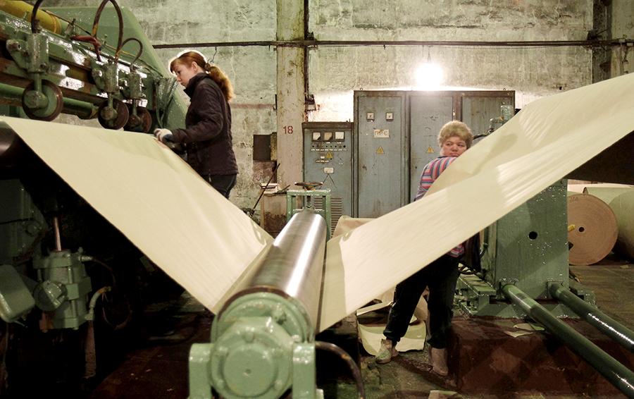 Работники бывшего целлюлозно-бумажного завода на Байкале