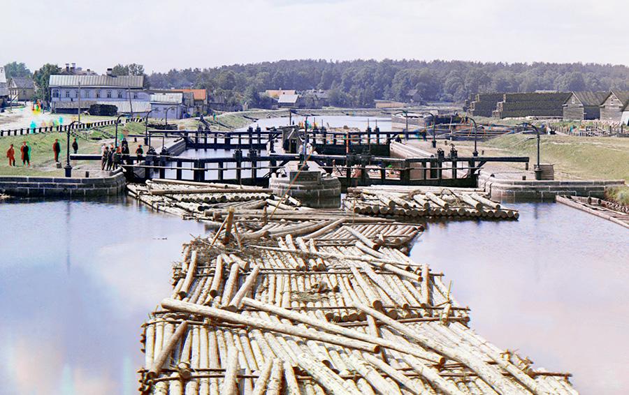 Лесная добыча. Поташ, деготь и смола были важнейшими товарами экспорта на Руси