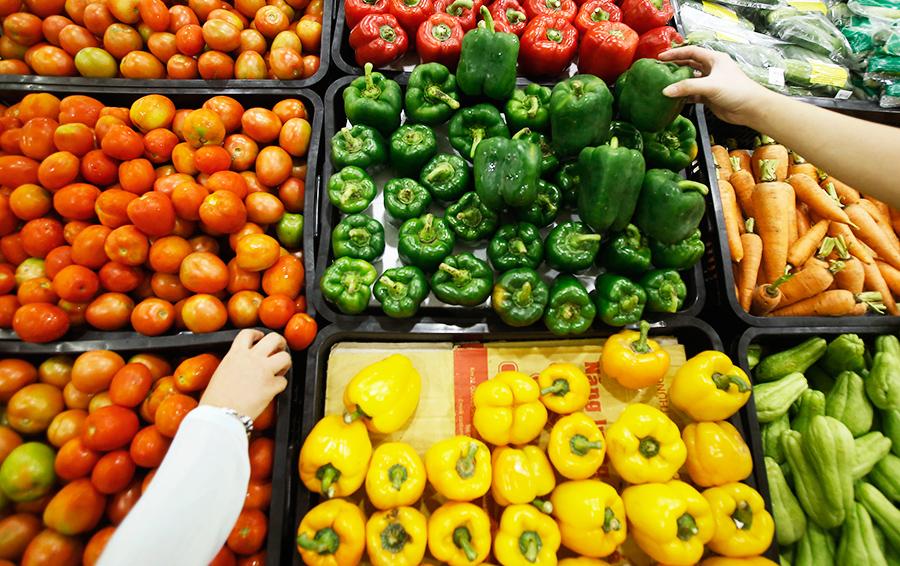 В российской упаковке: «Магнит» будет продавать фрукты и овощи из Сирии