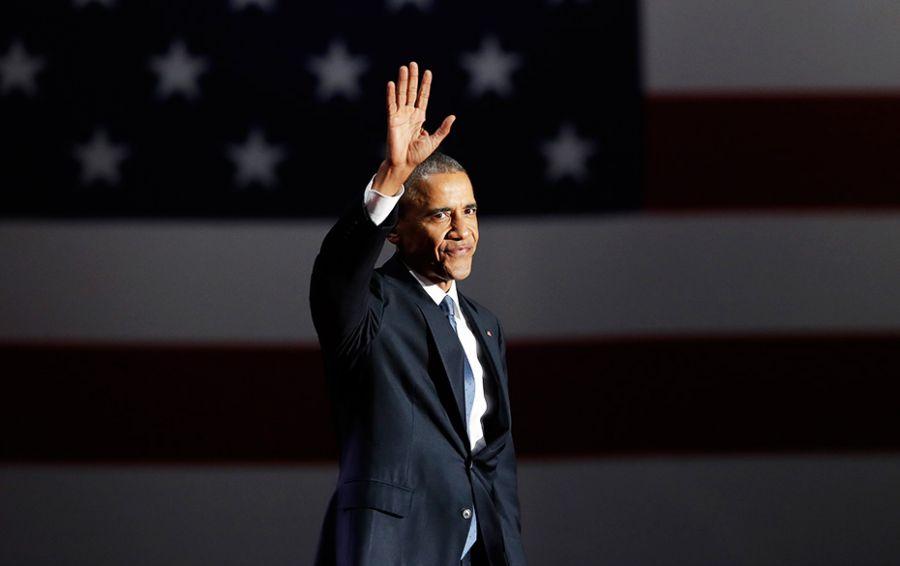 «Будьте осмотрительными в селфи»: Обама впервые после ухода из Белого дома появился на публике