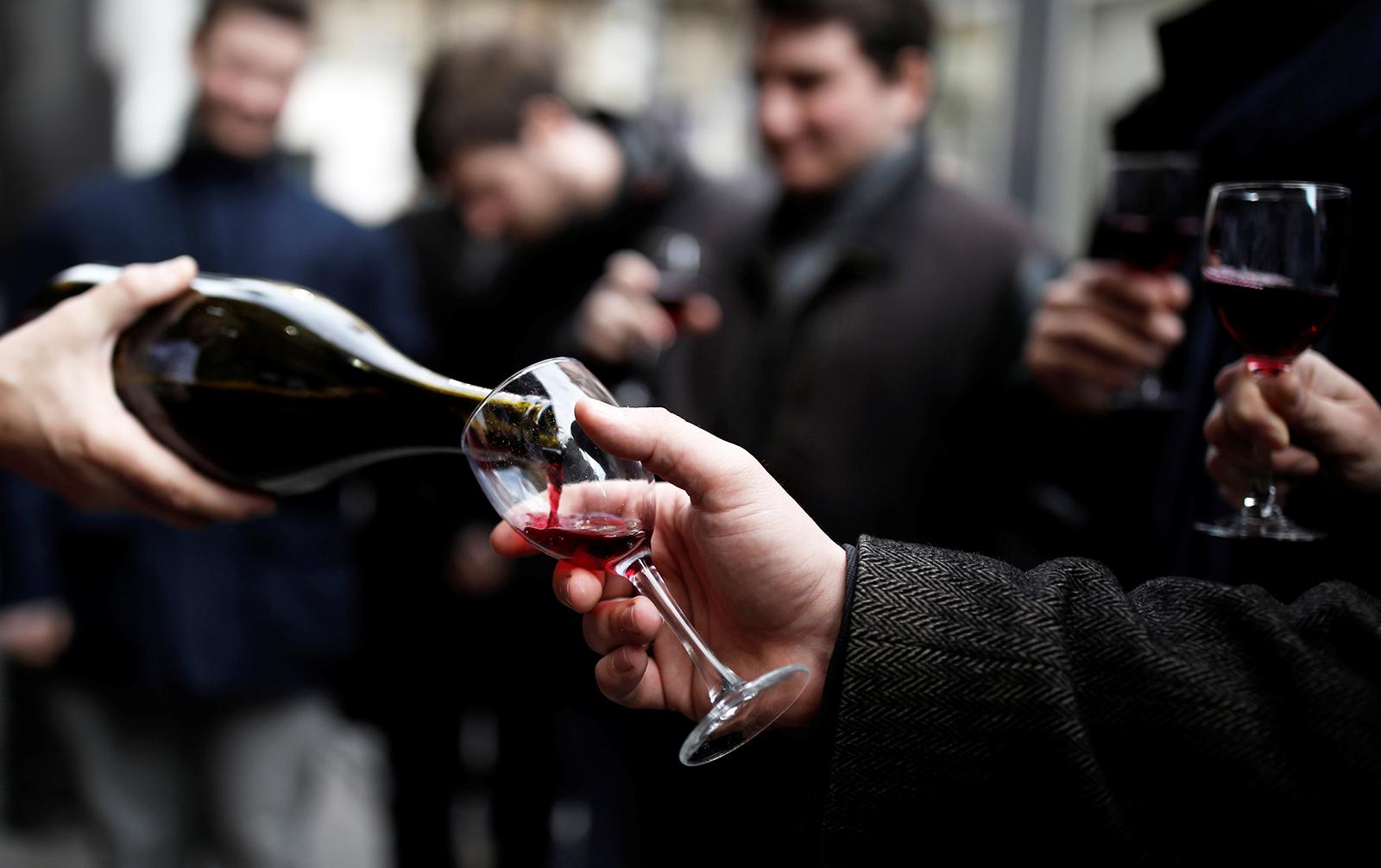 В поисках вкуса. Какое вино россияне пьют в кризис