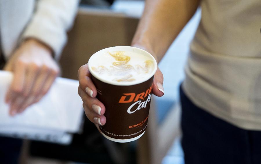 29 млн чашек в год: выручка «Роснефти» от продажи кофе на АЗС достигла 2,4 млрд рублей