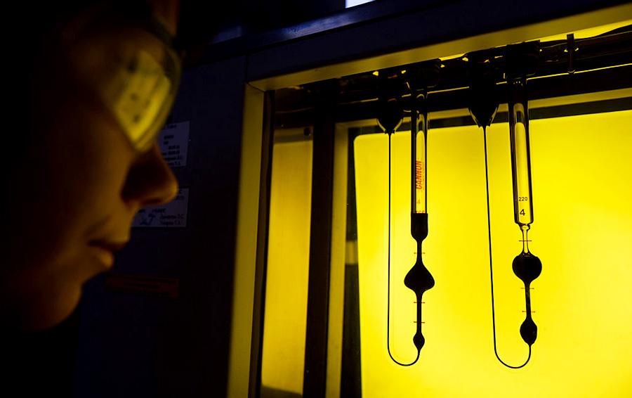 Уроки химии: «Сибур» ждет конкуренция со стороны нефтяников