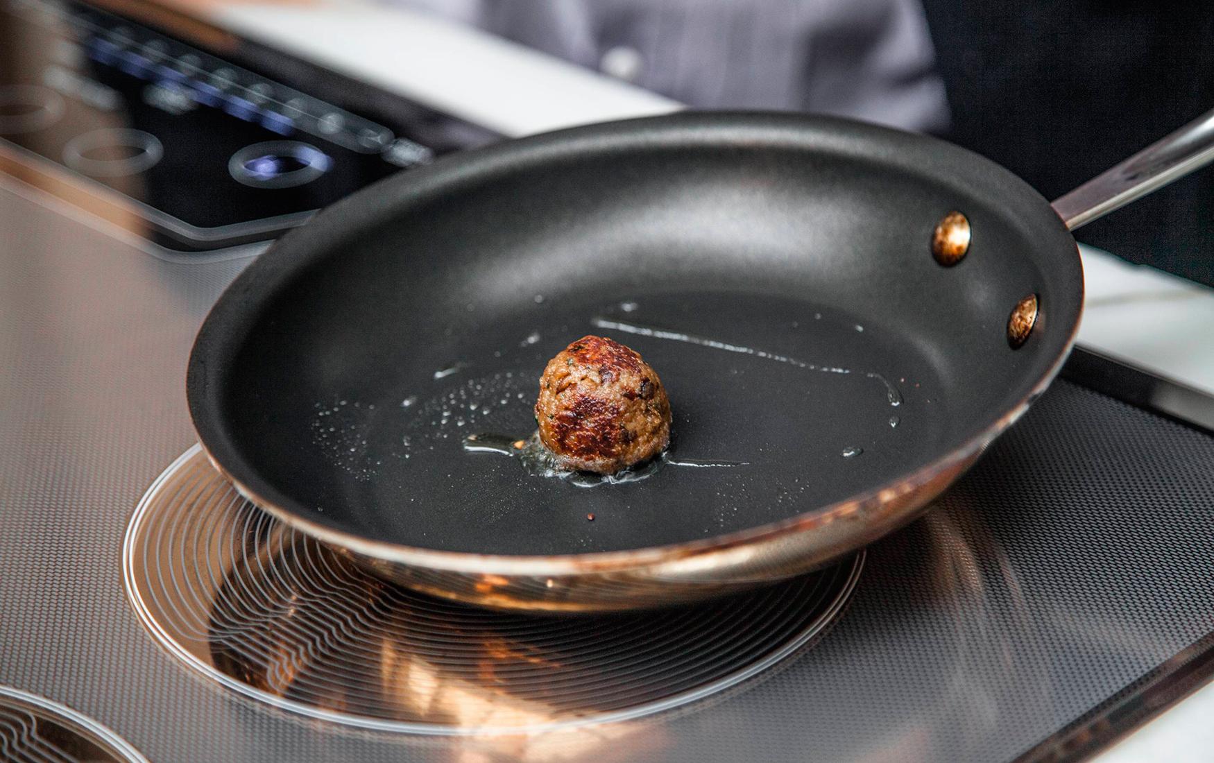 Накормить мир. Гейтс и Брэнсон инвестируют в производство искусственного мяса