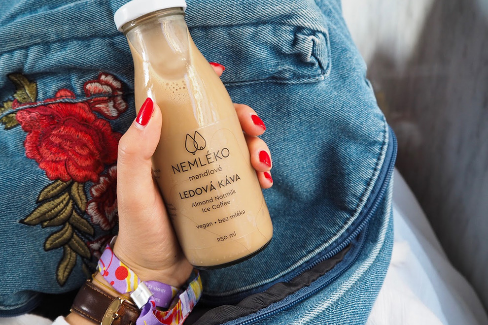 Другое молоко: производители вкладывают миллионы евро в напитки из сои, овса и миндаля