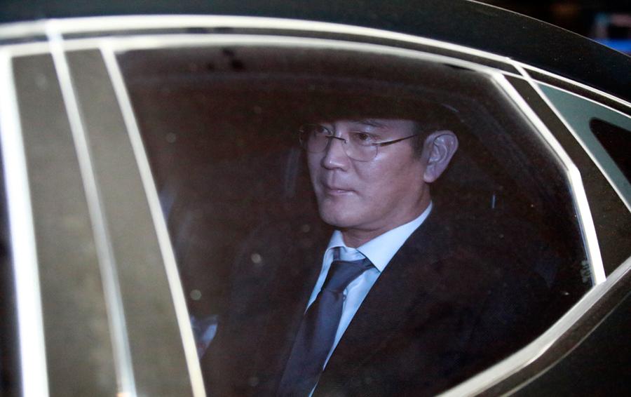 Вице-президент Samsung отказался дать показания против экс-президента Южной Кореи