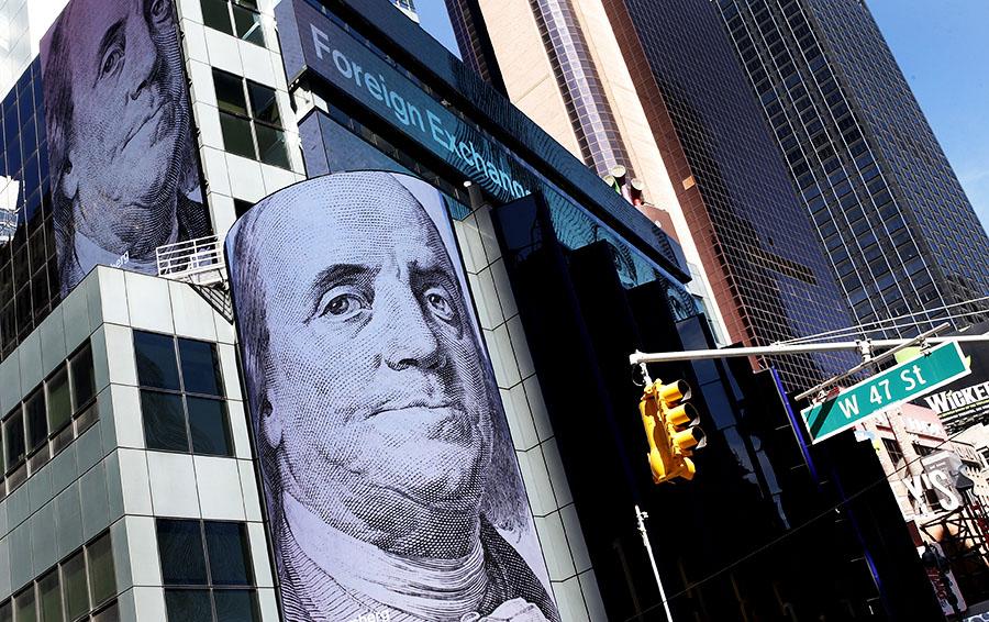 Доллар пробил отметку 60. Насколько еще может ослабеть рубль?