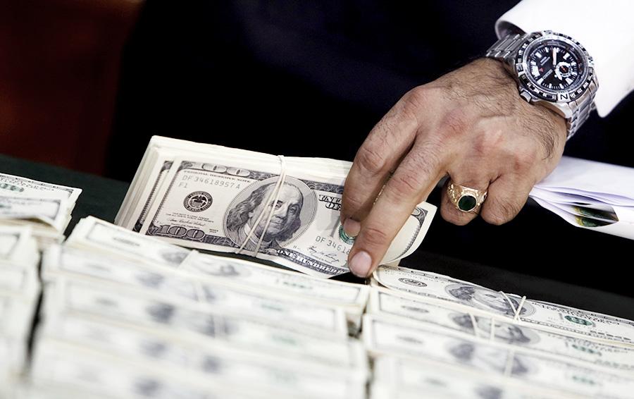 В ожидании санкций. Как американцы могут обрушить рубль
