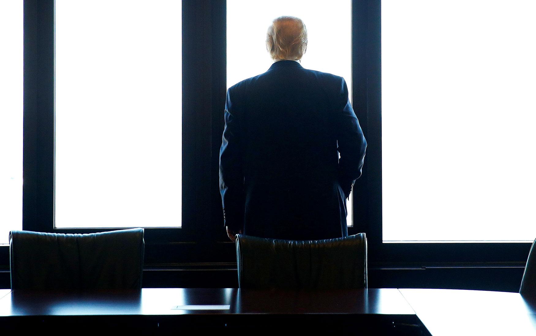 Власть и бизнес: как Дональд Трамп пытается усидеть на всех стульях