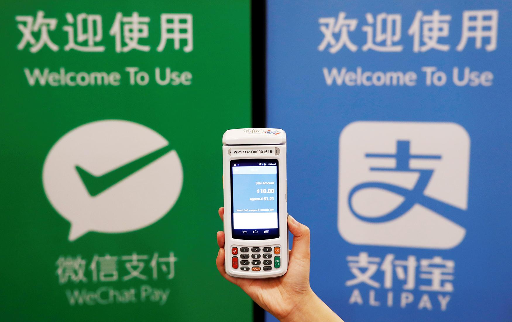 Зачем ЦБ берет под контроль международные платежные сервисы