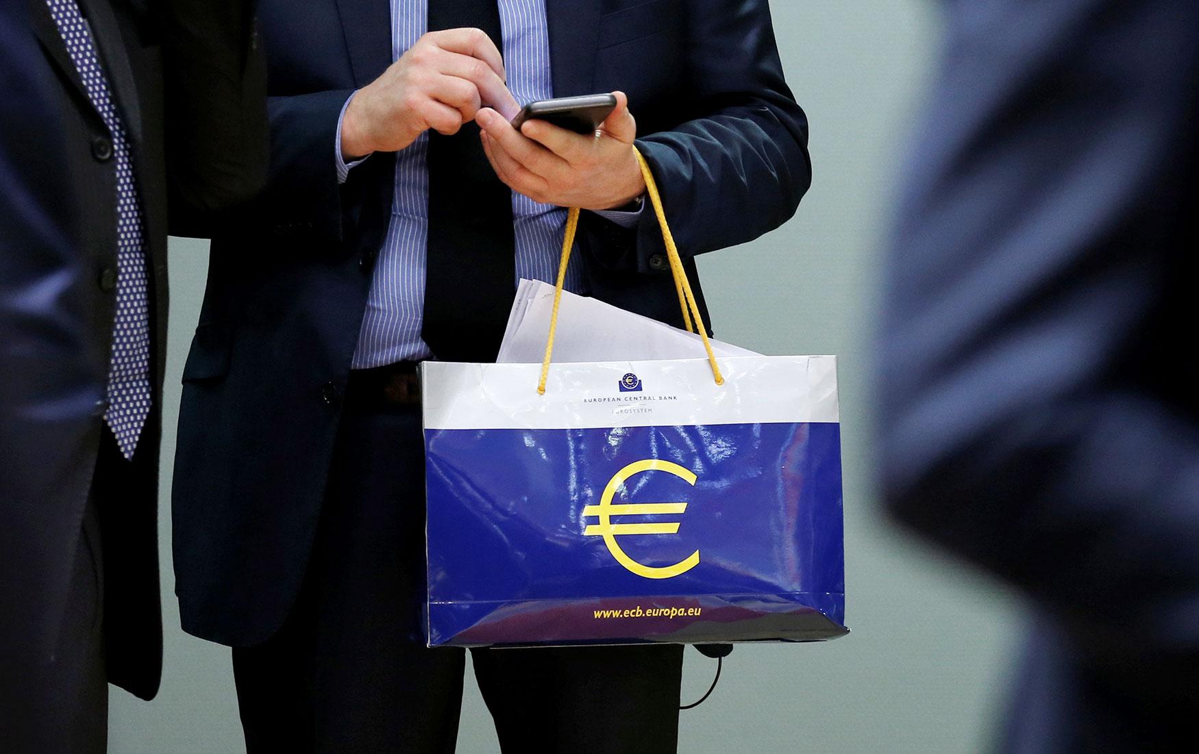Валютное регулирование как театр абсурда