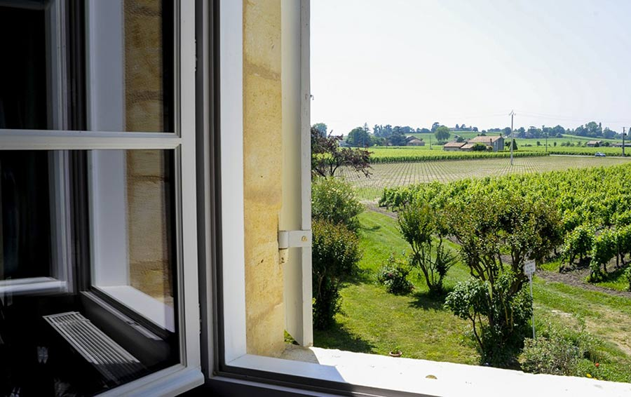 Вино и картины: миллиардер Андрей Филатов приобрел шато во Франции. Причем здесь русская живопись?