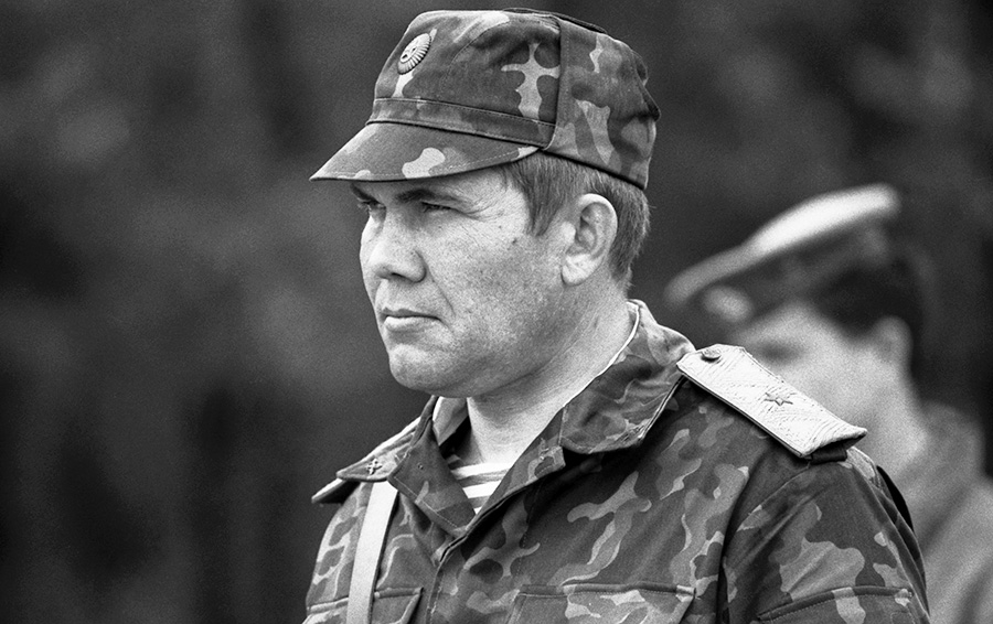 Генерал Александр Лебедь: «Политики относятся к простым смертным как к мусору»
