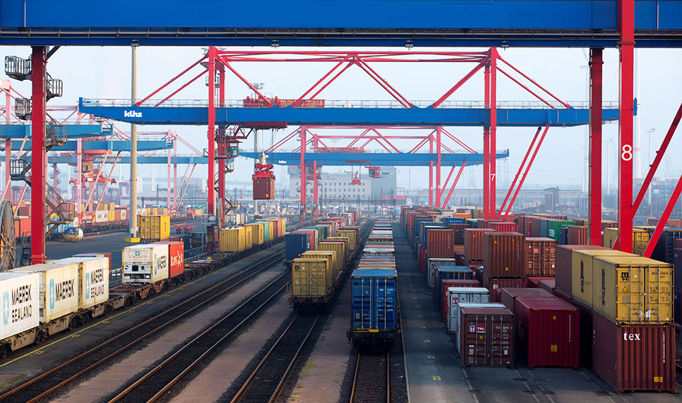 Ценные контейнеры: в мире прошла серия банкротств транспортных компаний