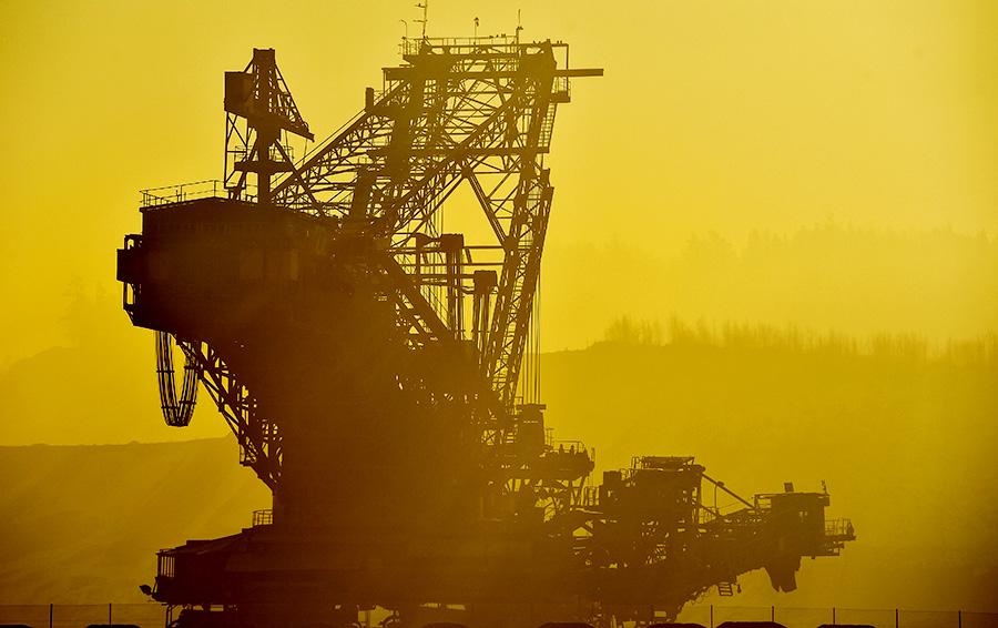 Чиновников — в шахты: история госсобственности в добывающей промышленности