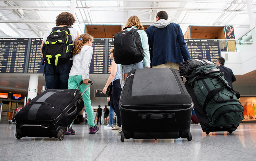 На костылях и с сумочкой: что можно брать с собой на борт самолета