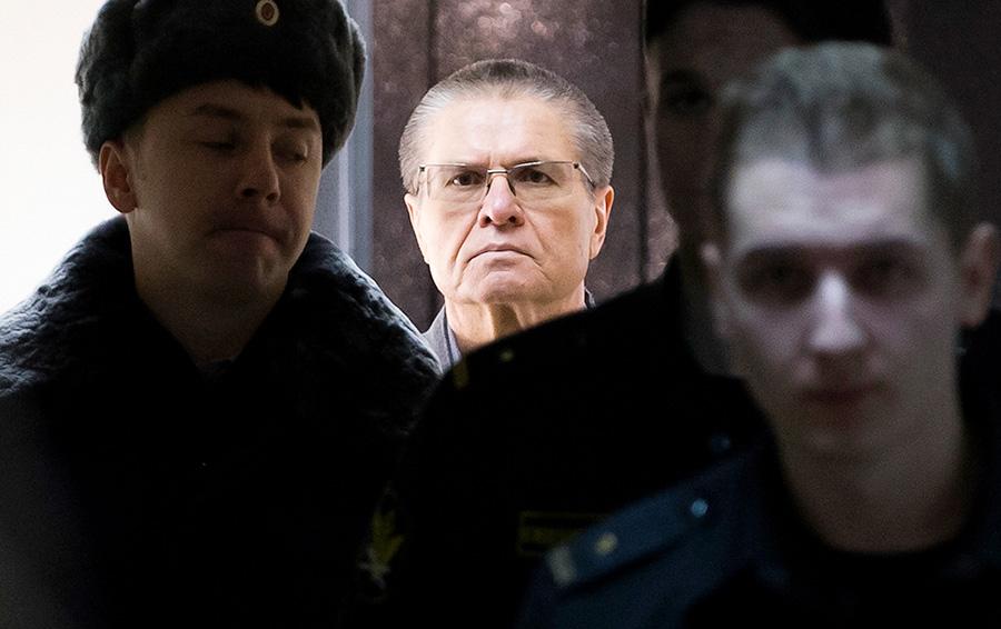 В Сибири с Медведевым: Сечин в третий раз пропустит суд над Улюкаевым