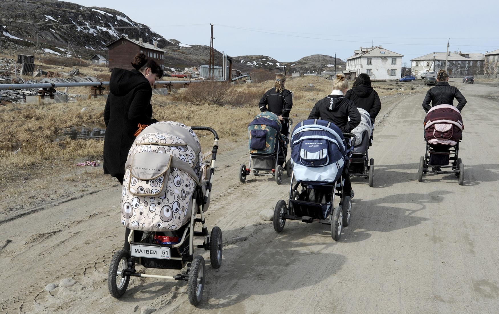 Власти собрались бороться c бедностью в России в ручном режиме