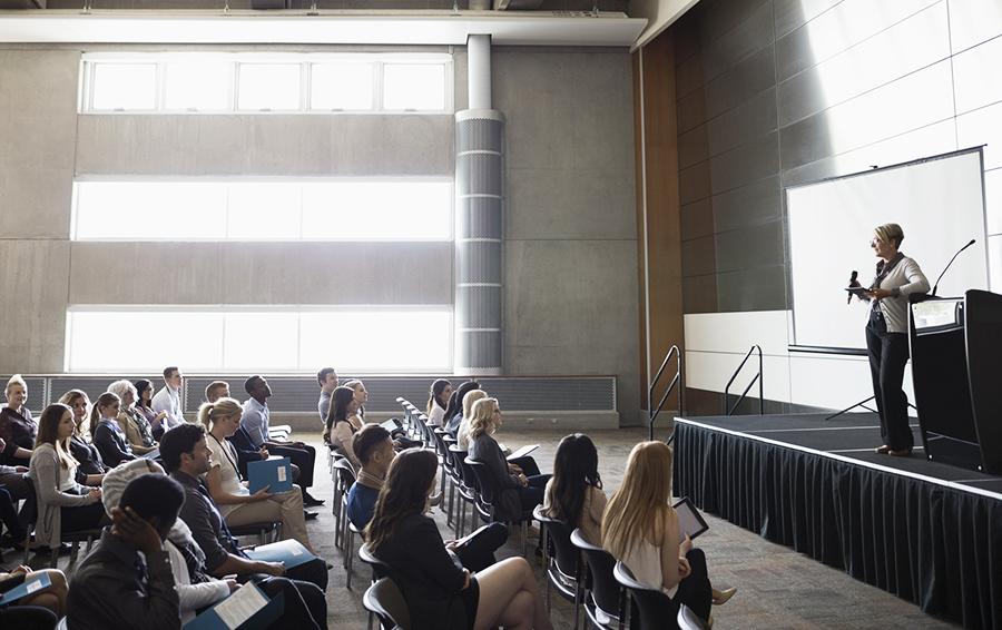 Школа миллиардера: кто ходит на курсы ораторского мастерства