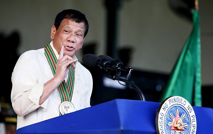 «Колоритный парень» уже в Москве. Forbes собрал топ-10 ярких высказываний президента Филиппин