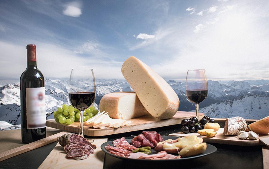 Все главные савойские специалитеты — от сытного ракле до благородного сыра бофор — представлены в меню ресторанов курорта